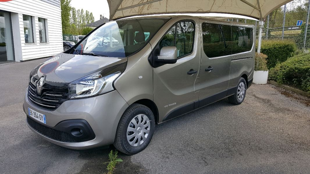 renault trafic iii j82 combi l2 1 6 dci 145ch energy intens 8 places renault 5368 am le. Black Bedroom Furniture Sets. Home Design Ideas