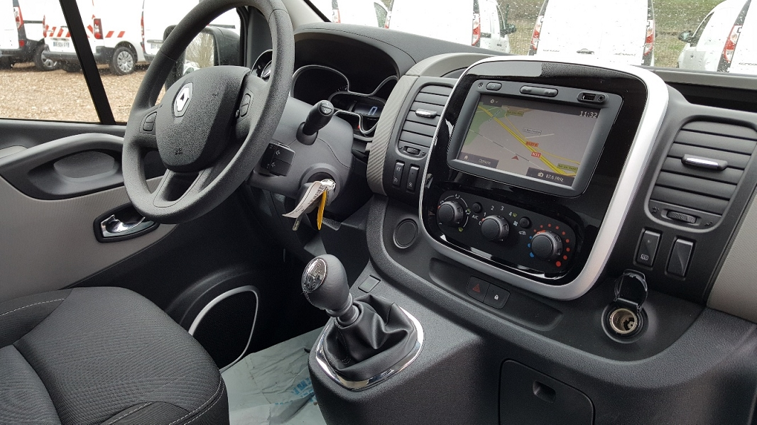 RENAULT TRAFIC III FG L1H1 1000 1 6 DCI 125CH GRAND CONFORT GPS EXTRA MEDIA  NAV